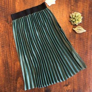 LuLaRoe | NWT Green Faux Leather Pleated Skirt